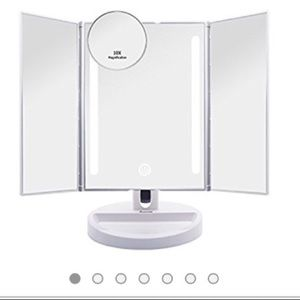 Auxmir NWOT trifold LED lighted make up mirror